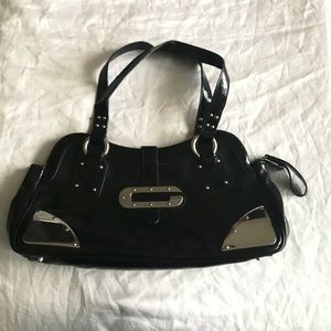 Guess metal hardware black patent purse
